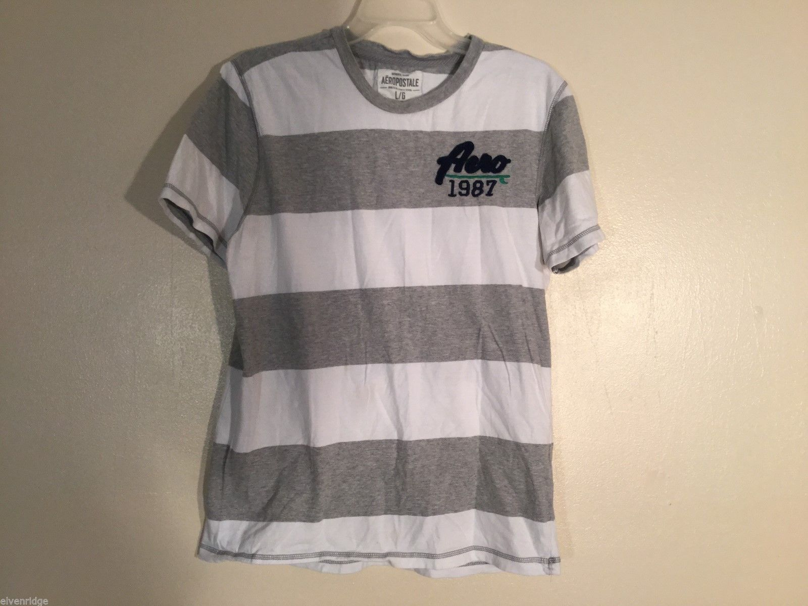 Mens Aeropostale Gray and White Striped T-Shirt, Size Large