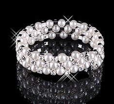 Bracelet 3 Row Pearls - One item [Misc.]