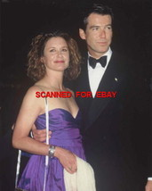 STEPHANIE ZIMBALIST PIERCE BROSNAN RARE CANDID PHOTO 5R-155 - $14.84
