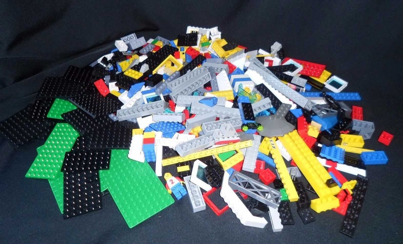 Primary image for 2 Pounds Clean Lego Pieces HUGE LOT- WITH MINIFIGURES