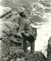 HAYLEY MILLS ON ROCKS NEAR WATER 8X10 PHOTO 8D-232 - $14.84