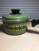 Vintage 70s Enamelware Pot and Lid - MCM Green with Blue & Yellow Flowers image 3