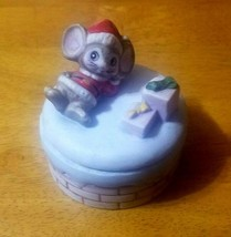 Vintage HOMCO Trinket Box Christmas Mouse with Presents - $4.95