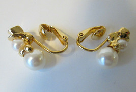 Vtg Avon Faux Pearl & Gold Tone SNOWMAN Clip On Earrings in Box 1998 Chr... - $10.00