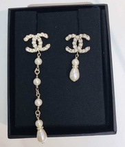 BRAND NEW AUTHENTIC CHANEL 2019 CC Gold Multi PEARL Long Drop Earrings RARE image 4