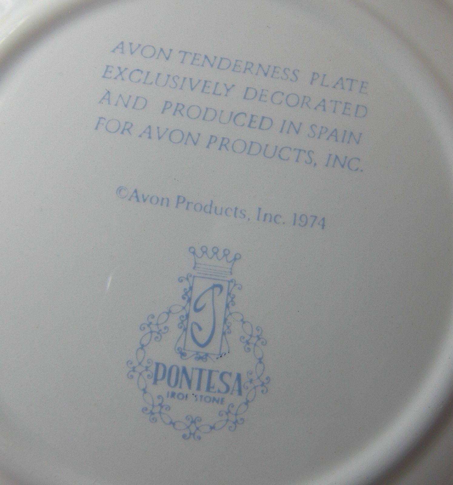 """AVON TENDERNESS Decorative PLATE MOTHER & CHILDREN 1974 by ANDERSON 9.25"""" Spain image 2"""