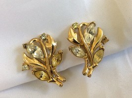 VTG Trifari signed gold tone metal clear citrin crystal Floral clips earrings - $44.55