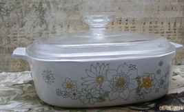 "Vintage Corning Ware Floral Bouquet Casserole Dish With Lid // 8"" Casserole Dish - $16.00"