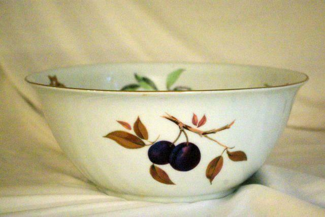 Royal Worcester 2015 Evesham Gold Flared Rim Large Salad Bowl 11 3/8""