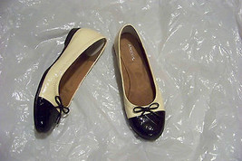womens aerosoles yellow & black cap toe slip on flats shoes size 7 1/2 - $19.78