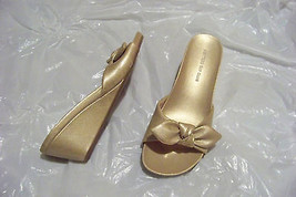 womens montego bay club gold bow wedge heels shoes size 8 - $18.79