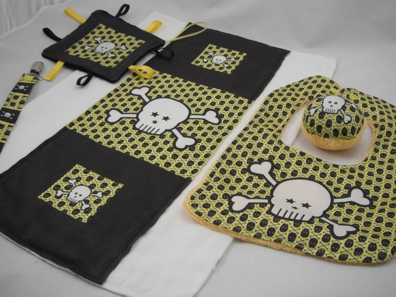 5 Pc Baby Gift Set Bib Lovey Paci Clip Rattle Yellow Black Mini Skulls Boy Goth