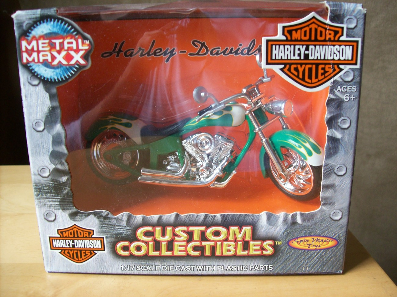 Primary image for 2001 Metal Maxx Harley Davidson FLSTF Fat Boy 1:17 scale Die Cast Motorcycle