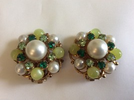 VINTAGE WHITE PEARL FAUX & GREEN CRYSTAL  BEADS CLUSTER CLIP ON EARRINGS - $29.70