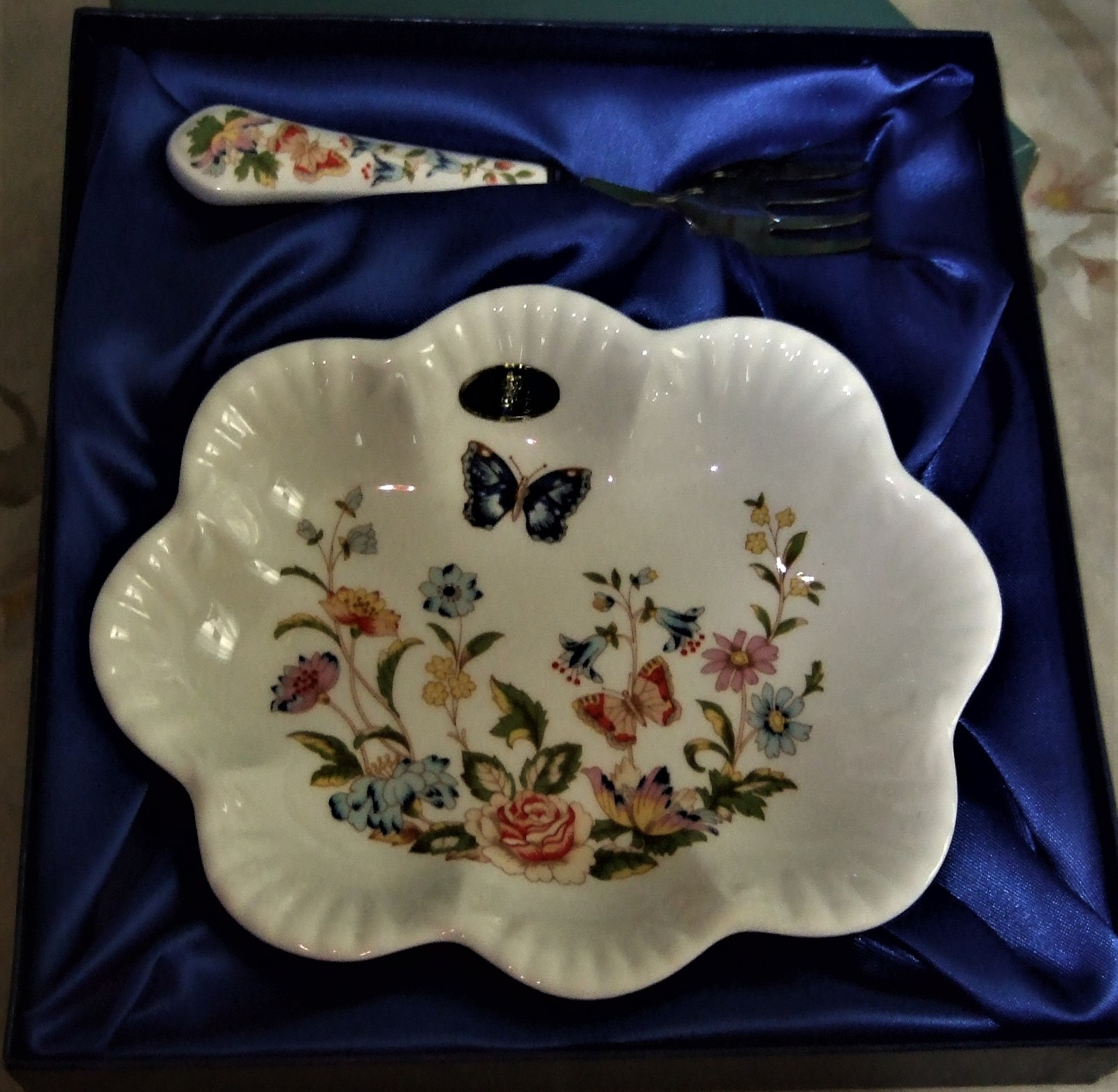 Aynsley - Vintage Cottage Garden serving dish, English Bone China image 7