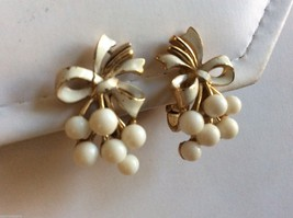 VTG Trifari signed gold tone metal White grape bow design Floral clip earrings - $29.70