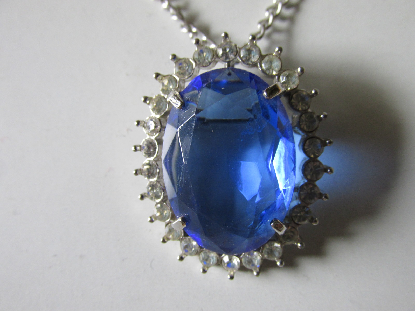 """Vintage Avon """"Creation In Blue"""" Faceted Glass Pendant Necklace / Brooch - 1972"""