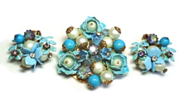 50's Blue Enamel Rose Brooch & Earrings in AB Crystal, Pearl & Shoebutto... - €122,08 EUR