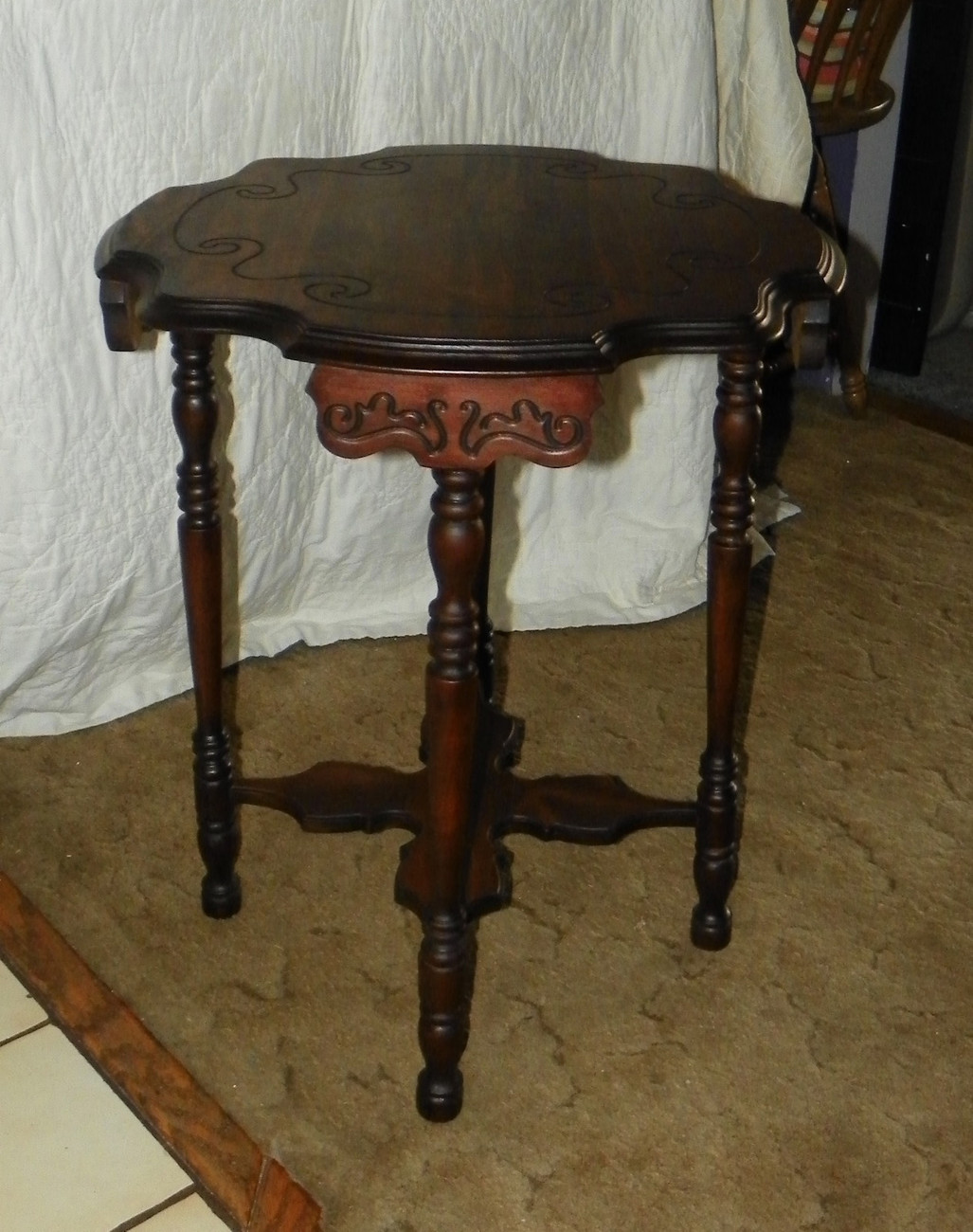 Solid Mahogany Carved Scalloped Lamp Table Parlor Table