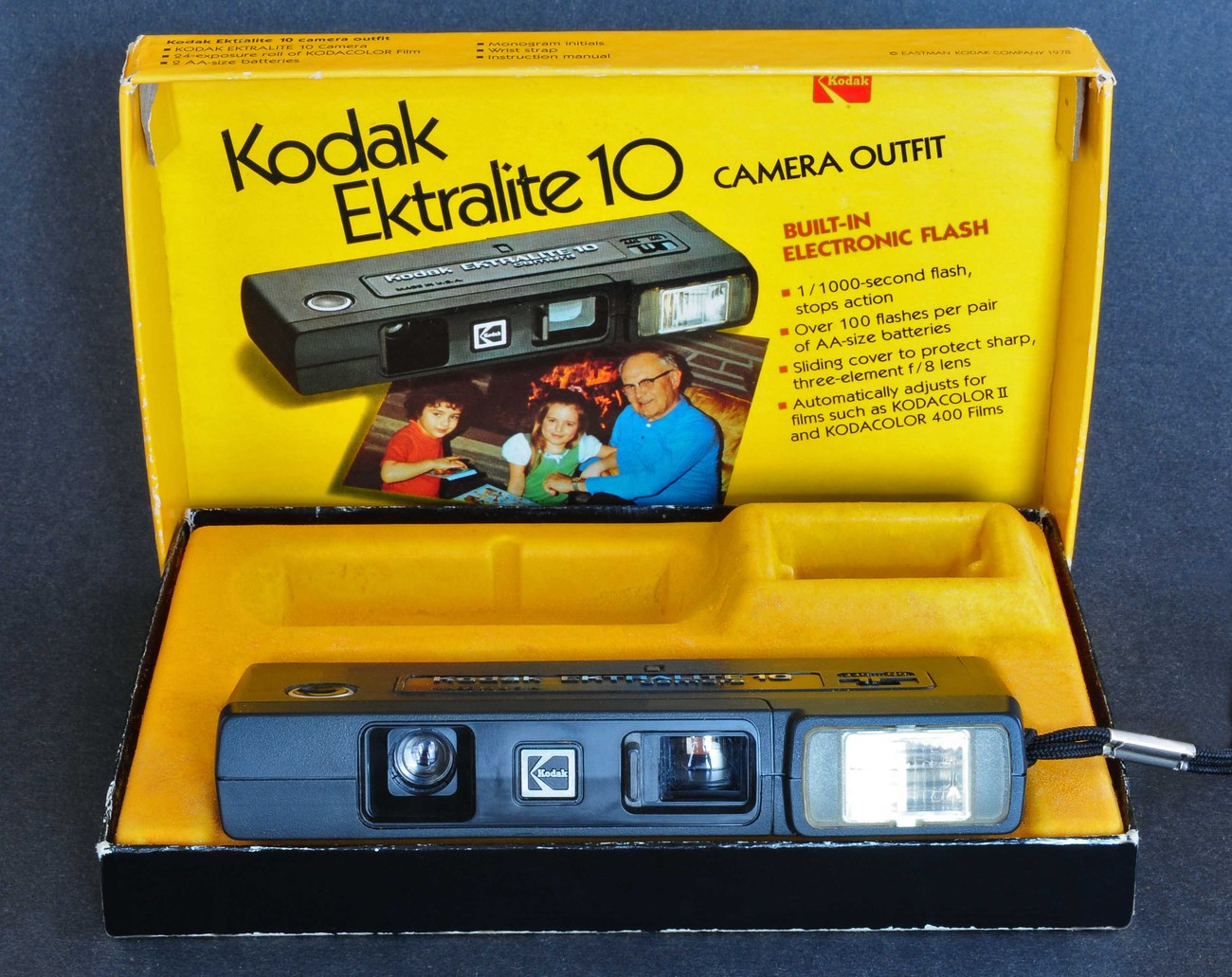 Primary image for Kodak Ektralite 10 Camera Outfit w Built-In Electronic Flash In Original Box