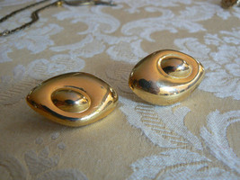 Beautiful Vintage Liz Claiborne Gold Tone Two Oval Shaped Pierced Earrings - $14.84