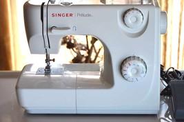 HEAVY DUTY Singer Zig Zag Sewing Machine w/ Foot Pedal & Accessories - $84.15