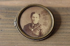 Antique 1898 Victorian Picture Brooch - $98.01