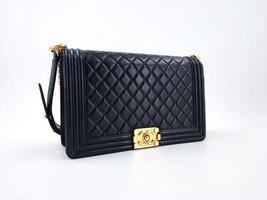 AUTHENTIC CHANEL BLACK LAMBSKIN NEW MEDIUM BOY FLAP BAG GHW