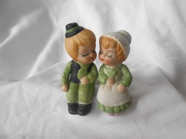Set of 2 Collectible Couple Sitting Ceramic Sal... - $5.99