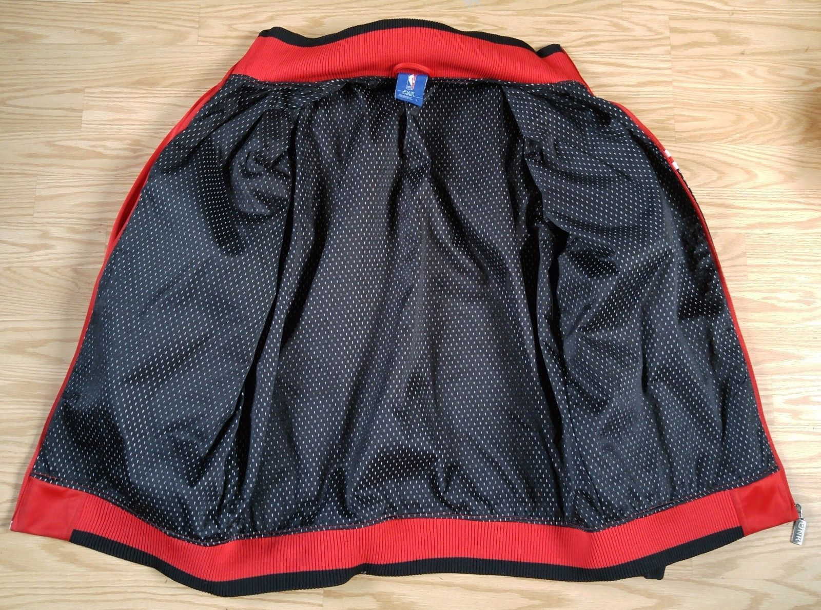 Chicago Bulls size Large UNK NBA High Quality thick Warm up jacket full zipper