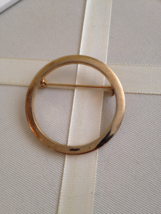 Vintage Gold Tone Modernist Round Circle Metal Fashion Brooch - $10.00