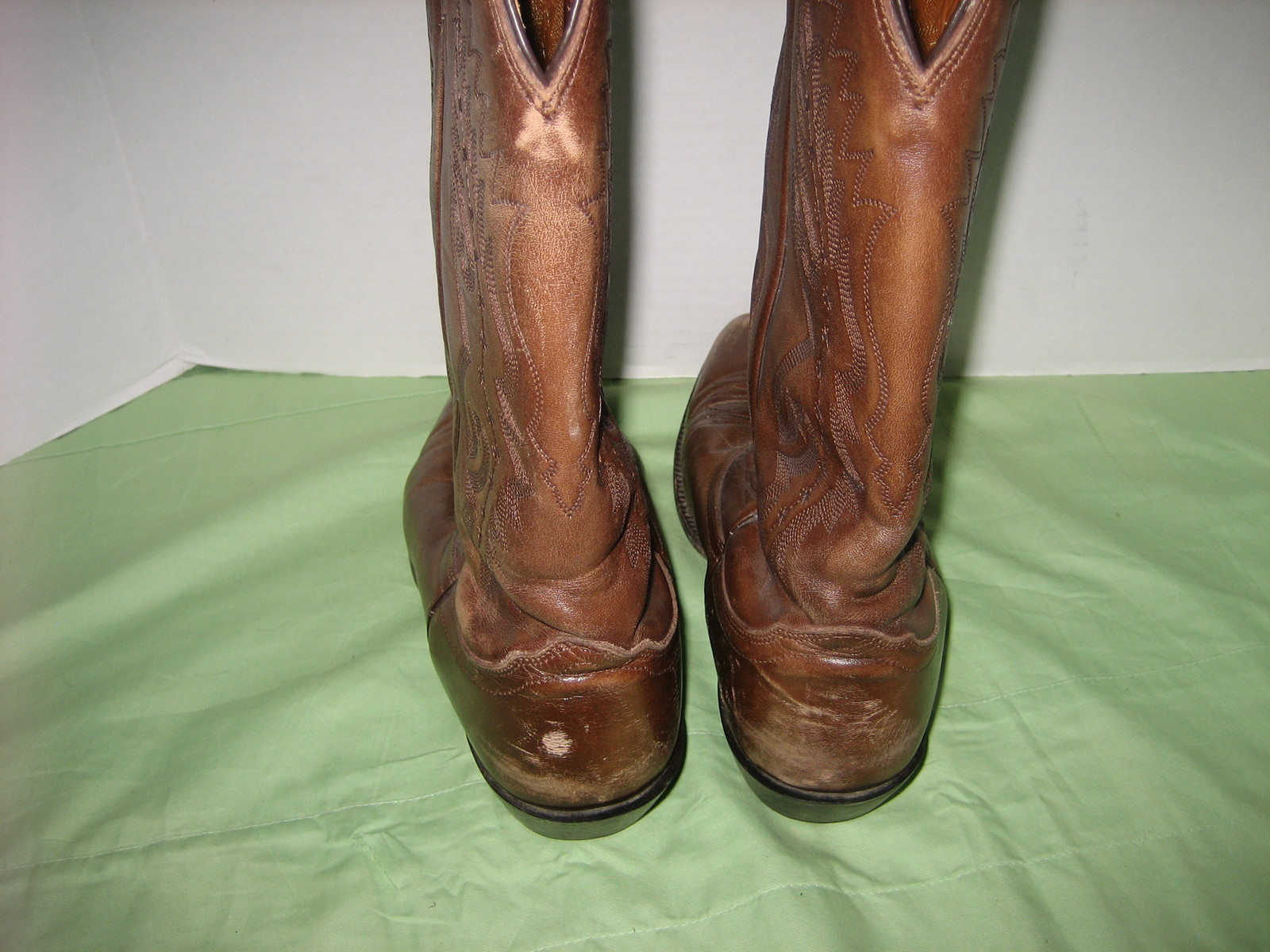 Women's Size 10 D Brown Leather NOCONA COWBOY WESTERN BOOTS W/ Whimsical Design