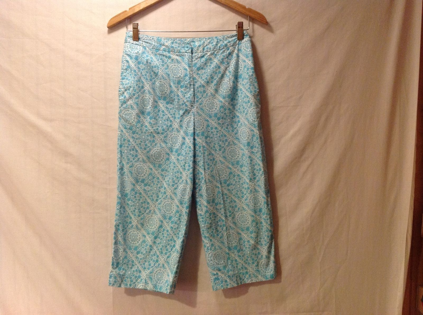 Talbots Woman Petite Stretch Capris Size 8 aqua blue