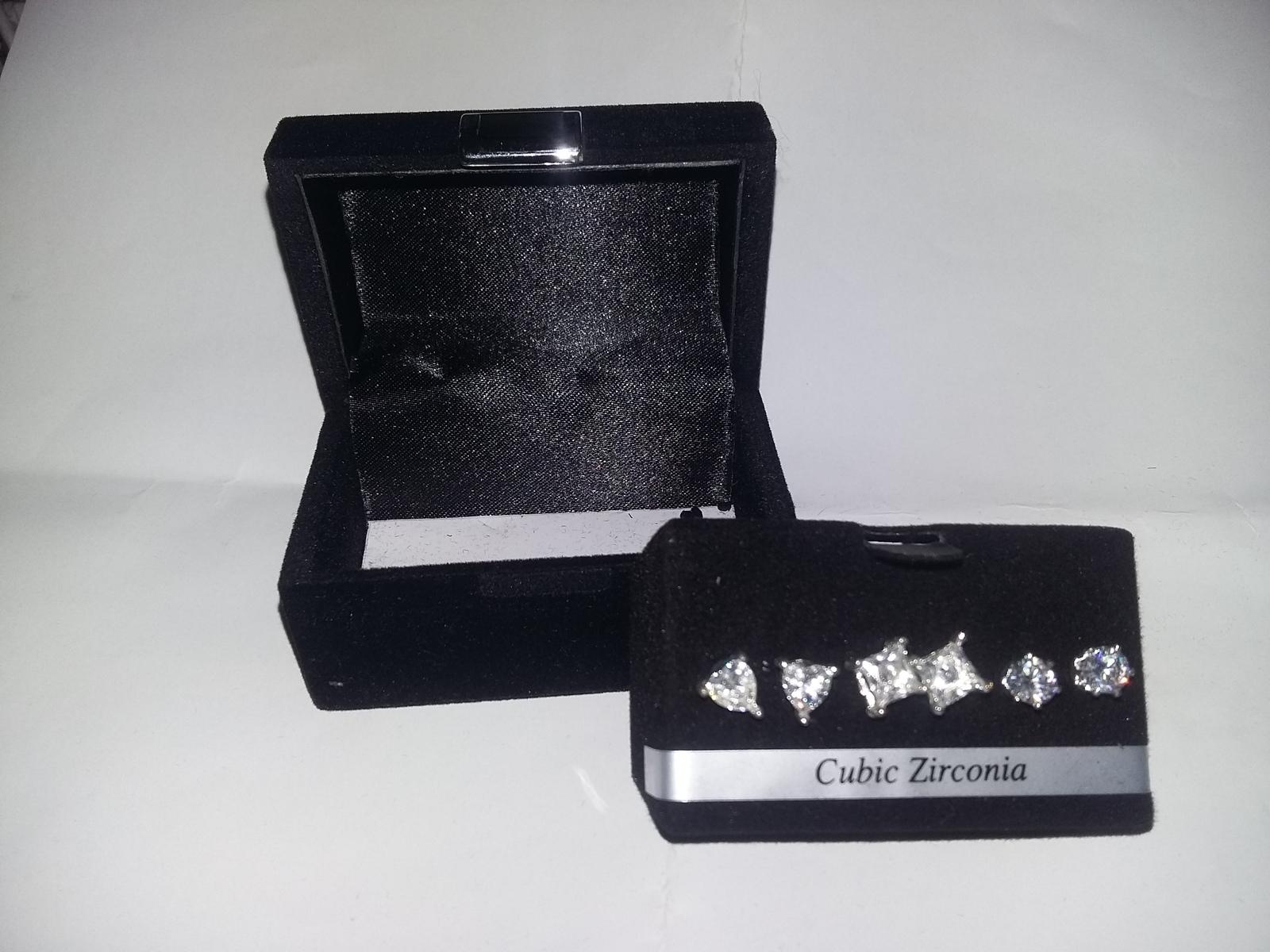 BEAUTIFUL 3 CUBIC ZIRCONIA STUD EARRINGS SET BEAUTIFUL KEEPSAKE BOX