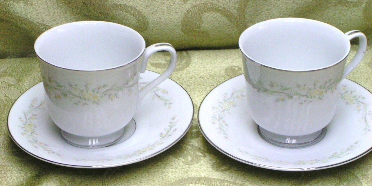 Sintra by 4 Crowns China LOT 2 CUPS + 2 SAUCERS flowers