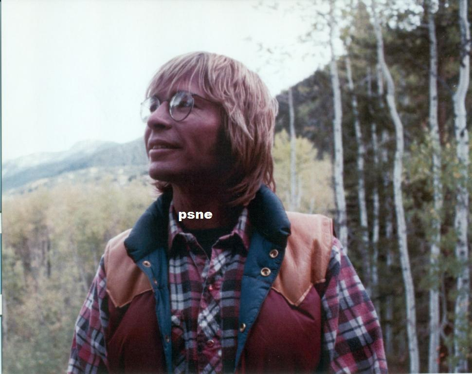 JOHN DENVER GREAT 8X10 PHOTO JD-388