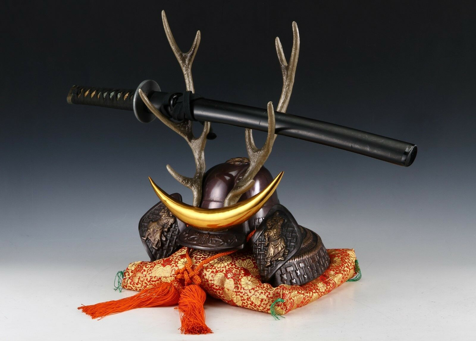 Japanese Beautiful Samurai Helmet -shikanosuke kabuto- with a Replica Blade image 3