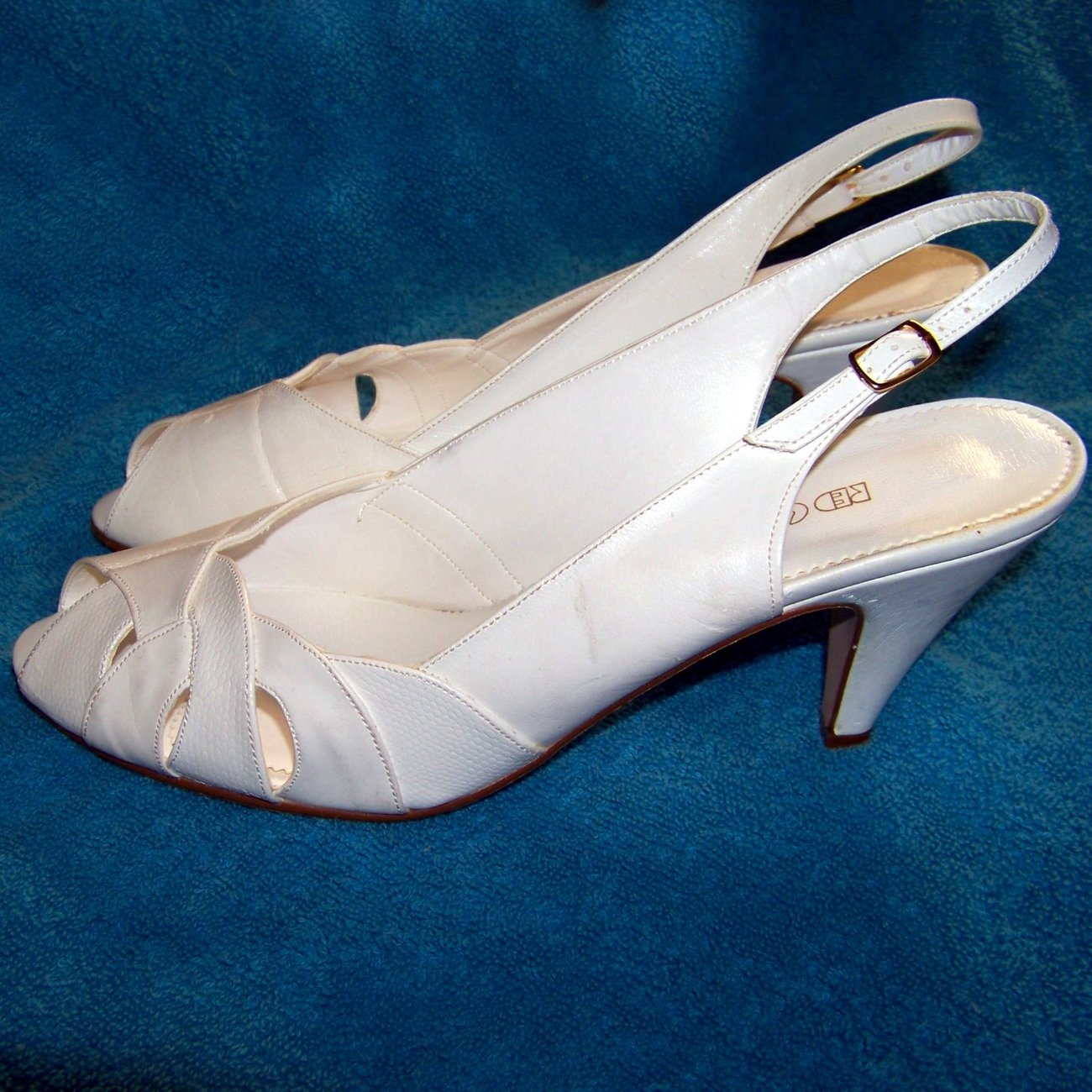 Red Cross shoes white leather 10 M vintage 70s