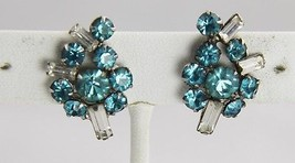 ART DECO ERA ANTIQUE Jewelry TURQUOISE ICE BAGUETTE RHINESTONE FLOWER EA... - $15.00