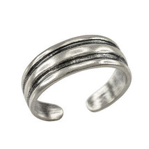 925 Sterling Silver Solid Lines Toe Ring - $13.99