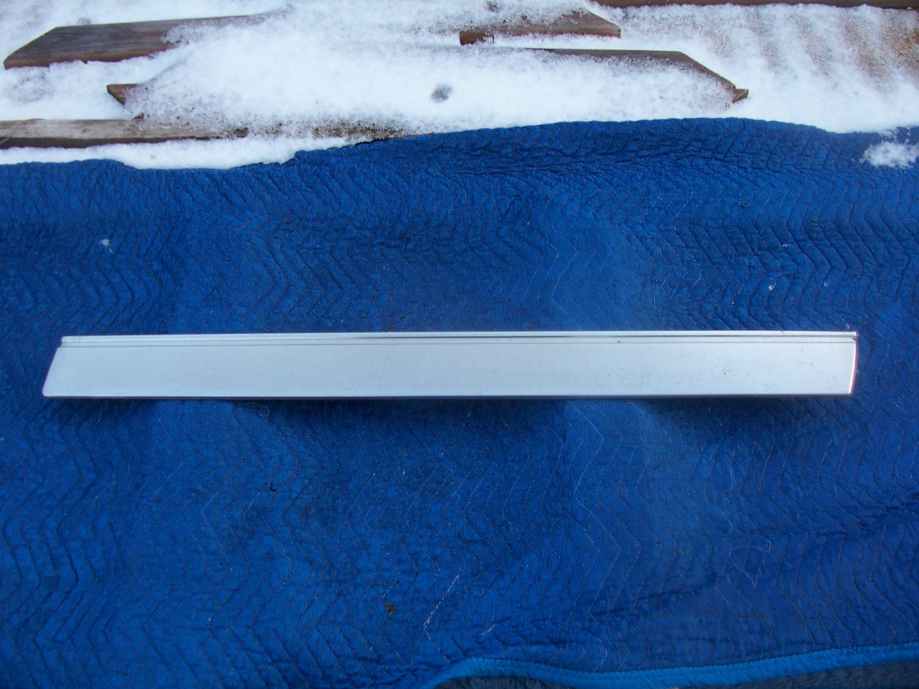 Primary image for 1985 1986 FLEETWOOD FWD RIGHT FRONT DOOR TRIM MOLDING USED ORIG CADILLAC PART