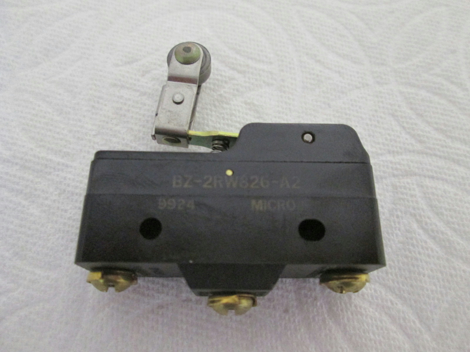 Primary image for NEW Honeywell BZ-2RW826-A2 MicroSwitch Premium Large Basic Switch Roller Lever