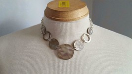 "17"" VINTAGE RUSTIC CHUNKY SILVERTONE HAMMERED DISC NECKLACE, .75-1.5""DIS... - $4.94"