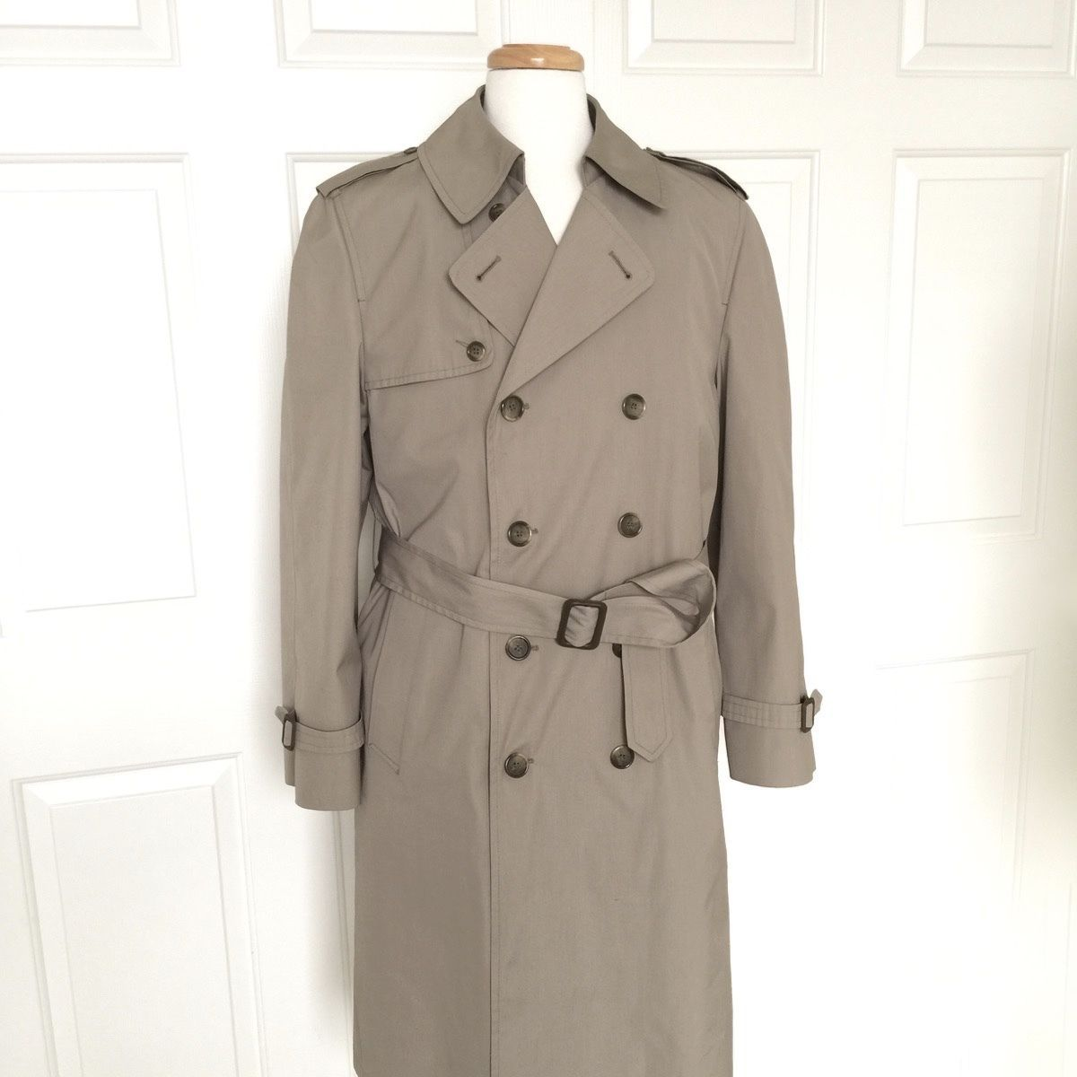 LONDON FOG Trench Coat Mens Raincoat Vintage 40 R Double Breasted Belted Tan USA