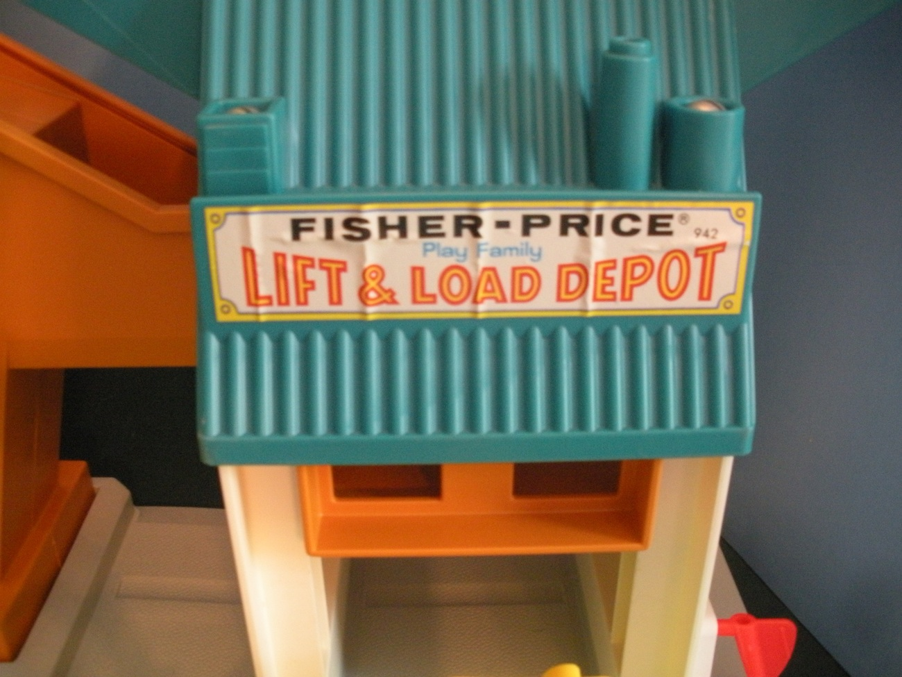 Vtg. Fisher Price Little People #942 Lift and Load Depot COMPLETE w/BOX!