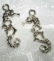 WIGGLY MOVEABLE SEAHORSE FINE PEWTER PENDANT CHARM - 10mm L x 26mm W x 3mm D