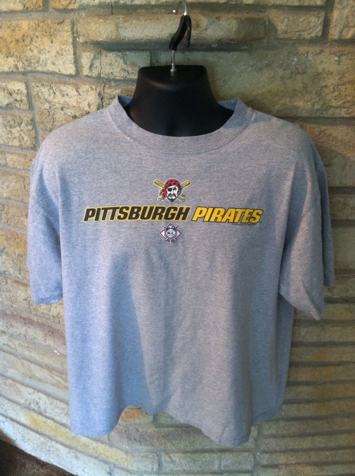 Primary image for Classic PITTSBURGH PIRATES T-SHIRT Size XL. LEE SPORTS. Gray W/ Color Logo MLB