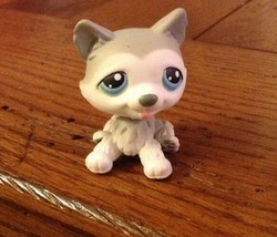 Littlest Pet Shop #70 GRAY AND WHITE SIBERIAN HUSKY TEAL BLUE EYES Puppy... - $8.56