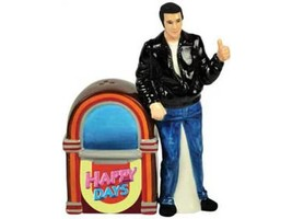 HAPPY DAYS FONZ & JUKE BOX SALT & PEPPER SHAKERS NIB Westland Gifts #sd1 - $14.01