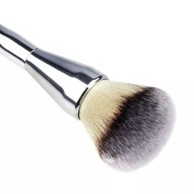 Extra Large Platinum Colored Foundation Cosmetic Makeup Artist Face Brush  - $533,32 MXN